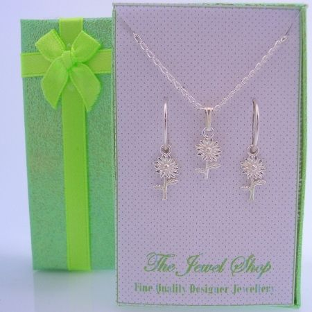 STERLING SILVER MATCHING DAISY FLOWER NECKLACE & 12mm SLEEPER EARRINGS GORGEOUS SHIMMERING GIFT BOX